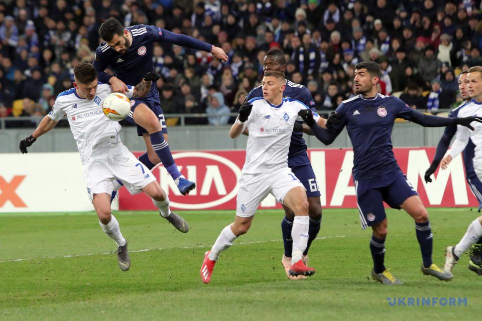 Spielmoment des Rückspiels der Runde der letzten 32 der UEFA Europa League zwischen FC Dynamo und FC Olympiacos / Foto: Pawlo Bagmut, Ukrinform