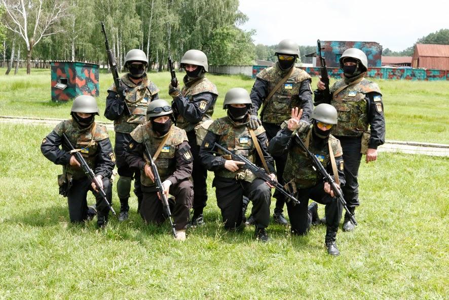 Бійці Батальйону «Донбас» в уніформі «чорних чоловічків». Весна 2014