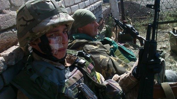 Поранений Денис Новіков в Червоносільську. Серпень 2014