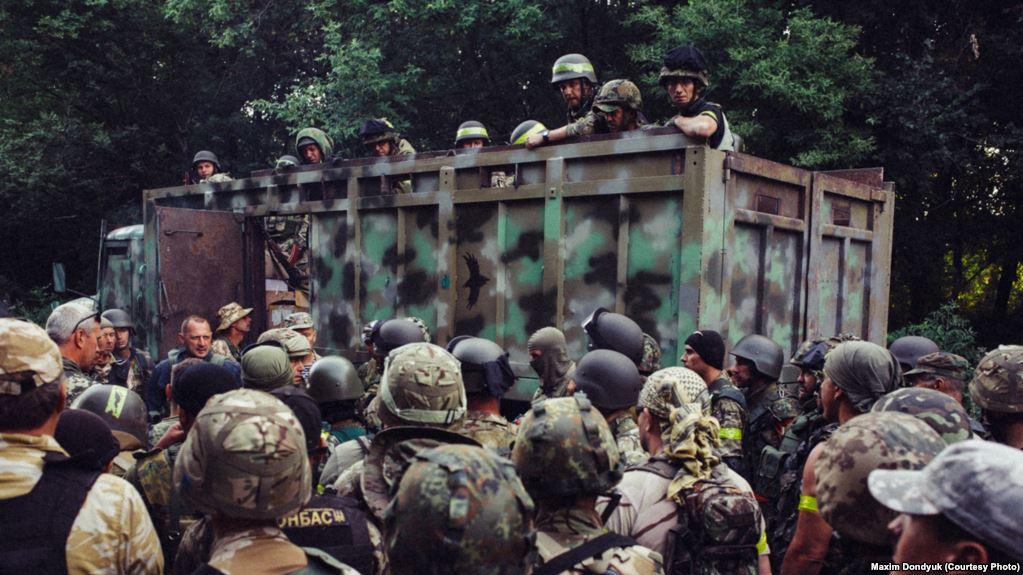 Бійці Батальйону «Донбас» в оточеному Іловайську