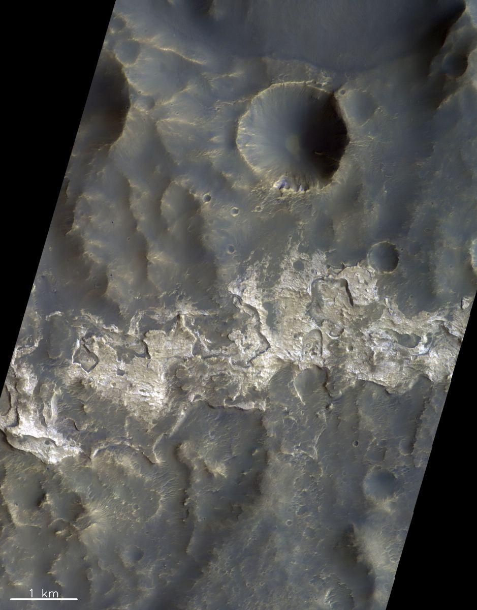 Кратер шириною один кілометр, який знаходиться всередині кратера Колумба