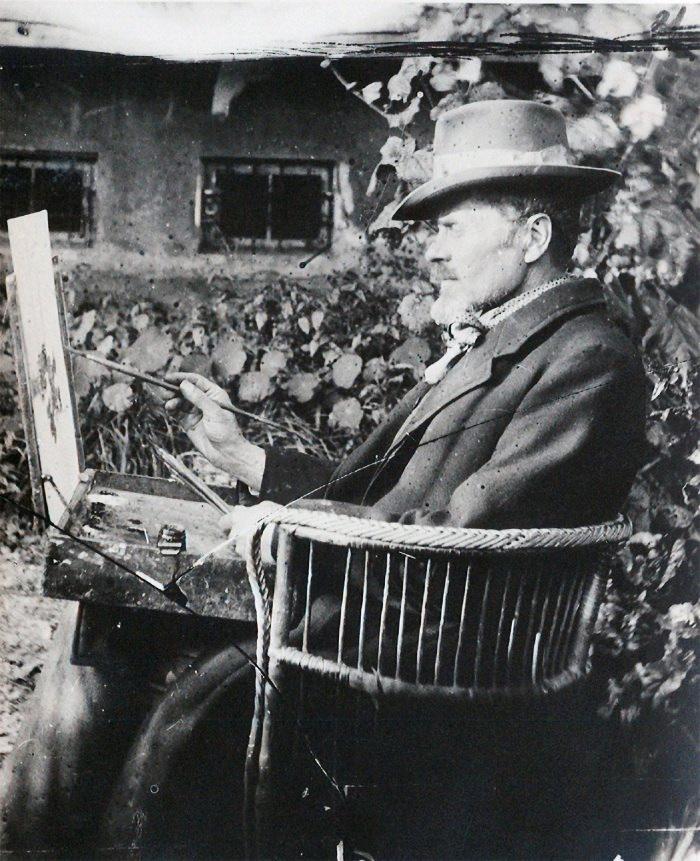 Іван Труш малює у себе в садку, 1935 р.