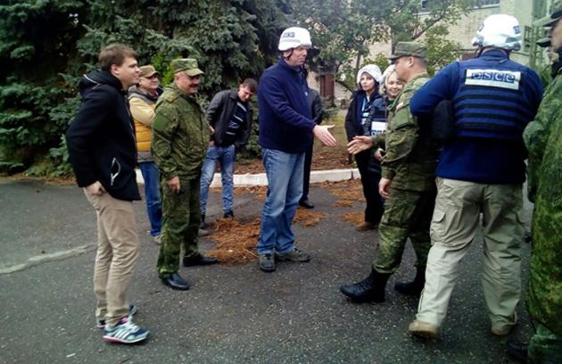 Якубов и сотрудники ОБСЕ, октябрь 2017 года