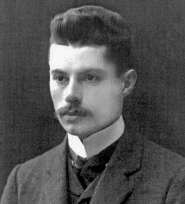 13-теоретик українського консерватизму (Гетьманського руху) В'ячеслав Липинський,