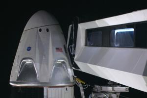 SpaceX назвала дату першого польоту пілотованого корабля Crew Dragon