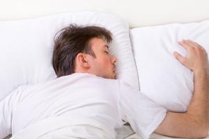 Важка ковдра допомагає побороти безсоння