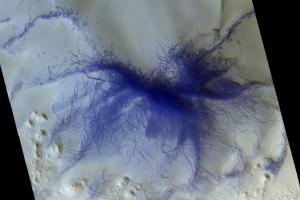 """ESA показала сліди """"пилових дияволів"""" на Марсі"""