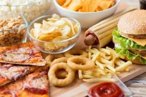 """Радикальні дієти та переїдання """"вбивають"""" імунітет - медики"""
