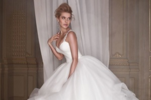 André Tan a présenté pour la première fois une collection de robes de mariées associées à Paris (photos, vidéos)