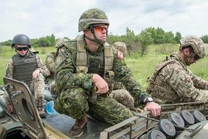 Порошенко поблагодарил Канаду за продление военной миссии UNIFIER
