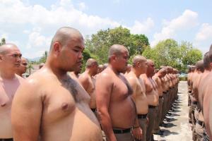 У Таїланді поліцейських відправили до спортивного табору, аби вони схудли