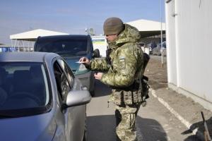 У пунктах пропуску на Донбасі у чергах стоять 285 авто