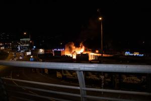 В Киеве на Демеевском рынке сгорели дотла магазин и кофейня