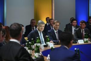 Poroschenko: An der Grenze stehen einsatzbereite russische Divisionen