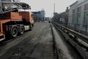 У Кличка показали, як демонтують Шулявський міст