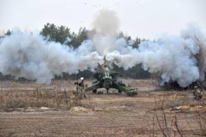 Украинская артиллерия провела учения с боевой стрельбой