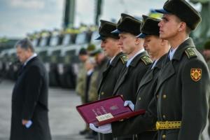 Президент вручив дві Золоті Зірки Героїв України, одну посмертно