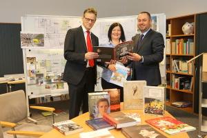 Бібліотеці в Дюссельдорфі подарували 100 українських книг