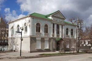 Кримські окупанти замазали штукатуркою історичну будівлю, де був офіс Меджлісу