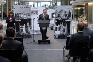 В немецком бундестаге открылась выставка, посвященная жертвам современных войн