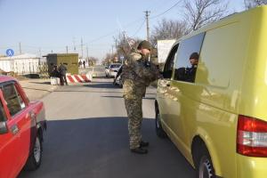 La Croix-Rouge achemine neuf camions d'aide humanitaire dans le Donbass