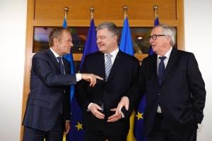Tusk y Poroshenko en mini-cumbre  Ucrania-UE  debaten las prioridades de cooperación durante 5 años