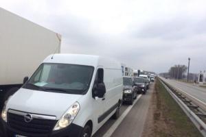 Трасу Київ-Чоп перекрили дорожники