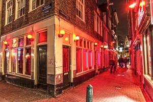 В Амстердаме запретят экскурсии кварталом красных фонарей