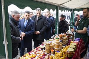 Україна входить до ТОП-7 експортерів агропродукції, але може краще — Гройсман