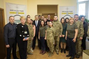Уже партнеры по НАТО приезжают к нашим воинам учиться — Порошенко