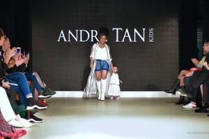 Показ дитячого одягу від Андре Тана відкрила Гайтана з донькою