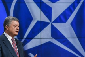 """Украина может до 2023 года получить """"дорожную карту"""" для вступления в НАТО - Порошенко"""