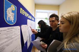 Вибори-2019: Черги для зміни місця голосування у Києві збільшуються, лишається – три дні