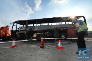 В Китае загорелся туристический автобус, 26 погибших