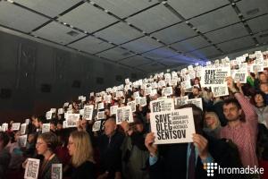 Кинофестиваль Docudays открылся флешмобом в поддержку Олега Сенцова