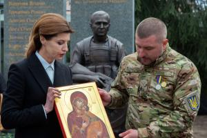 Марина Порошенко приїхала на відкриття пам'ятника героям АТО і ООС у Переяслав