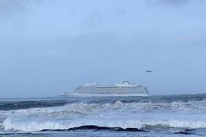 Із круїзного лайнера біля узбережжя Норвегії евакуювали 1300 пасажирів