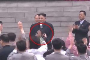 Выгнали с работы и из партии: фотографа Ким Чен Ына наказали за то, что попал в кадр