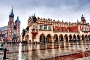 У Польщі вчителі голодуватимуть - хочуть підвищення зарплат