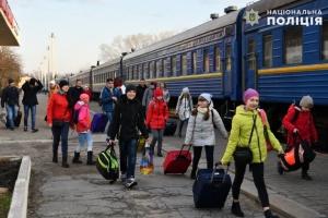 Діти поліцейських Луганщини поїхали відпочивати на Прикарпаття