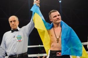 Украинец Беринчик будет защищать боксерский титул против японца Аракавы