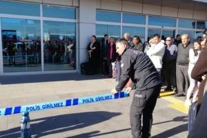 Турецкие полицейские устроили стрельбу в аэропорту