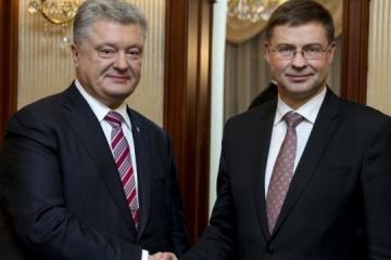 Poroshenko invita a elaborar un paquete de asistencia social y económica de la UE para Pryazovia