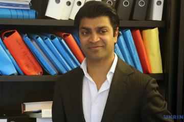 Veeru Mewa, niederländischer Rechtsanwalt