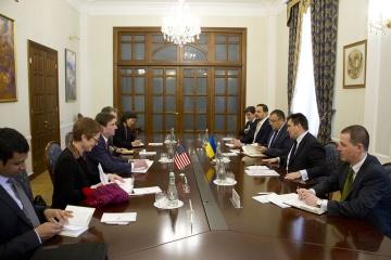 Klimkin trata con Hale la cooperación en materia de seguridad y defensa para contrarrestar la agresión rusa