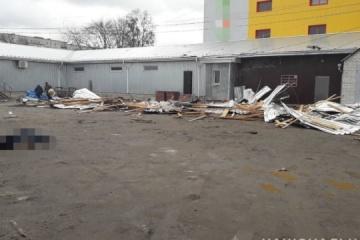 Wind reißt Teile von Dach ab: Eine Frau stirb, eine weitere verletzt