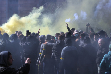 民族主義団体と治安機関の衝突:警察、関係者2名に容疑を伝達