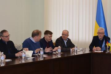 Vertreter UNICEF und Deutschlands erörtern in Mariupol Wasserversorgung