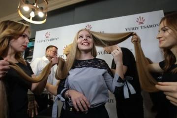 15-jährige hat die längsten Haare der Ukraine - Fotos