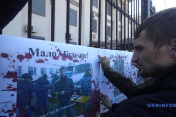 Aktivisten bringen Fotos von getöteten Besatzer zu russischen Botschaft - Fotos